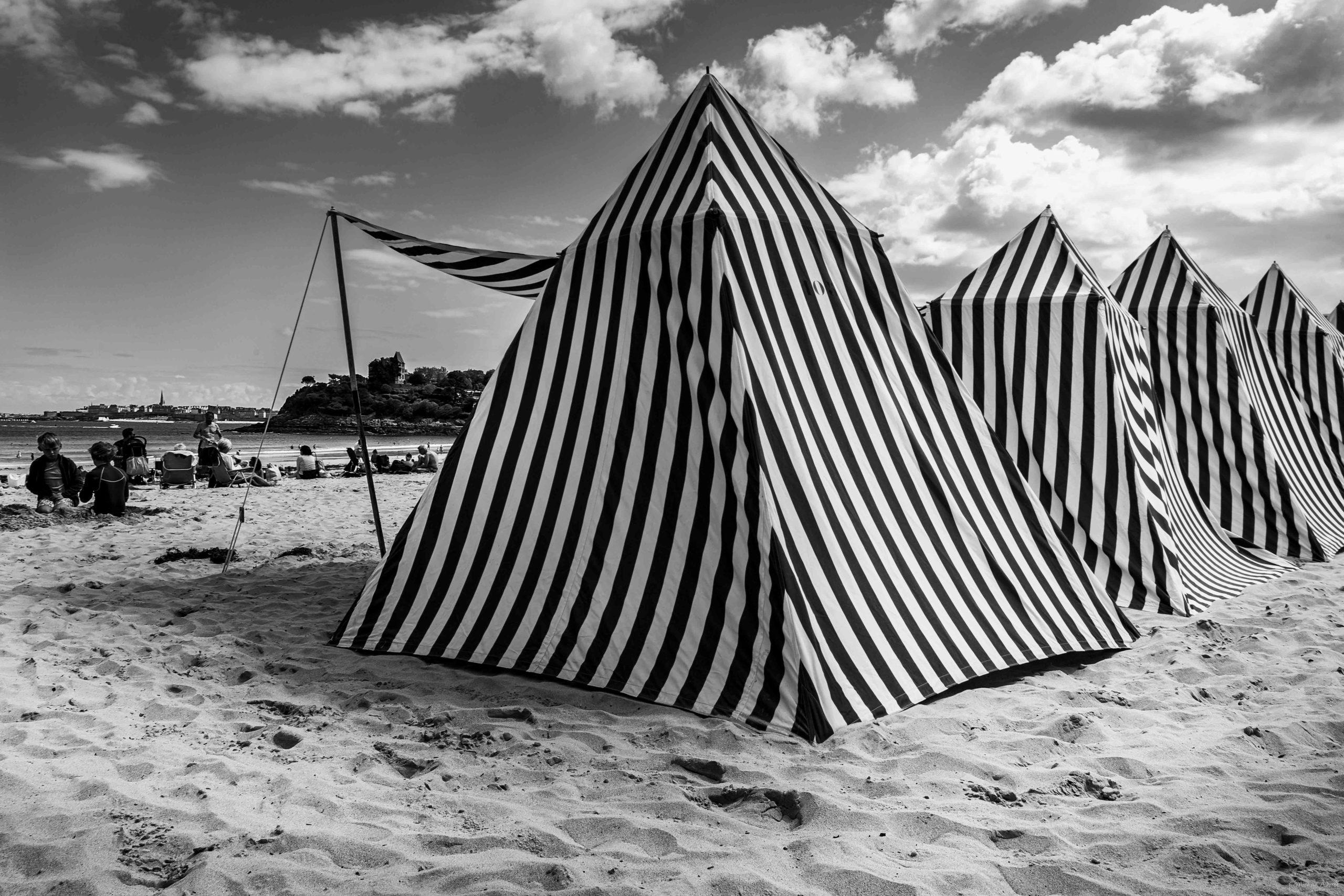 noir et blanc cabines Dinard plage